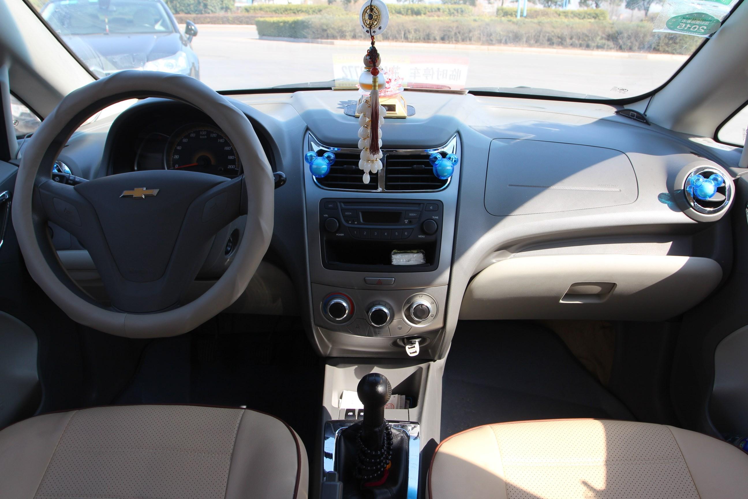 雪佛兰-赛欧2010款 三厢 1.2l 手动时尚版