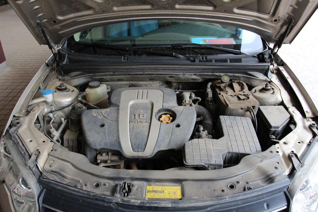 上汽集团-荣威5502012款5501.8l自动超值版东风风神h30后备箱隔板固定图图片