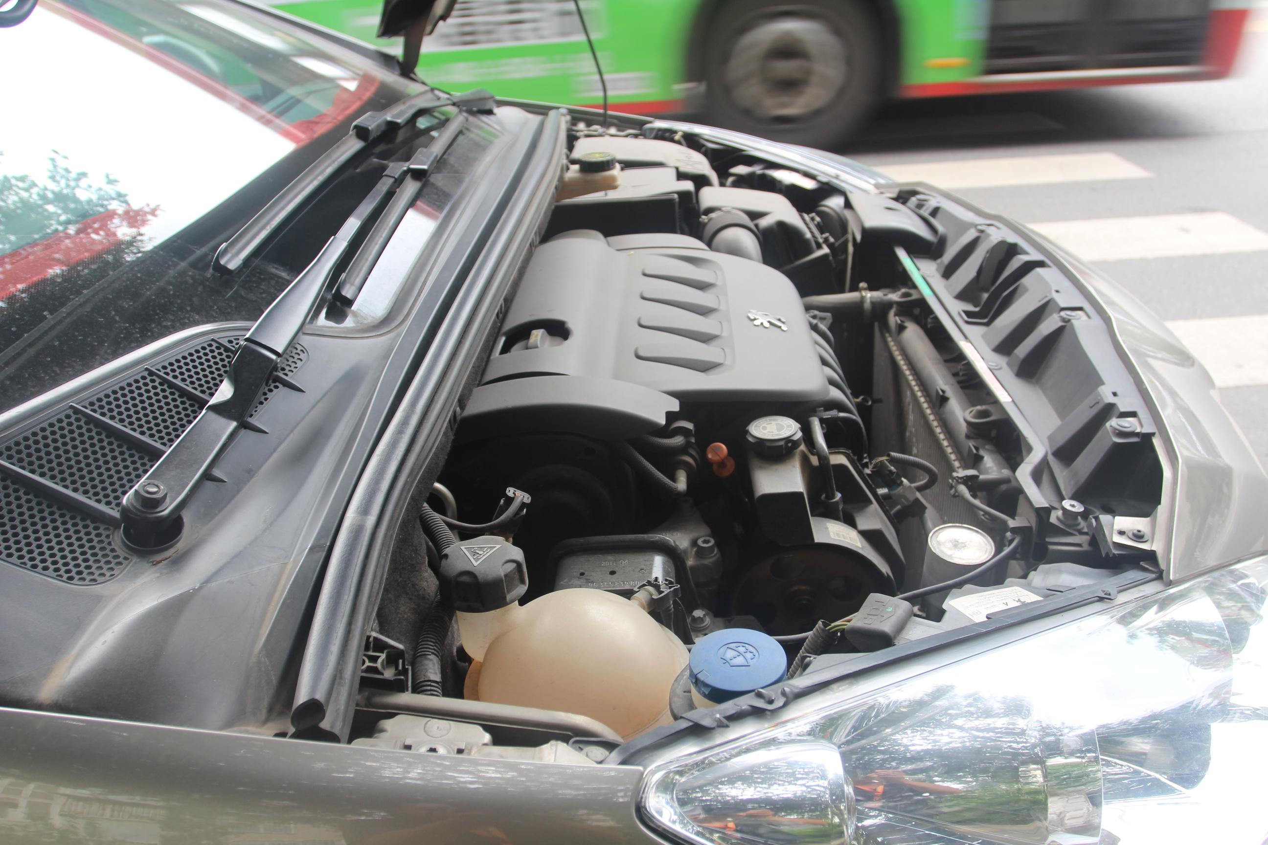标致-408 2011款 2.0l 手动舒适版