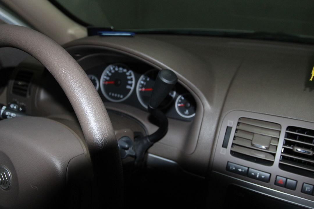 仪表指示灯,刹车电子设备无异常.