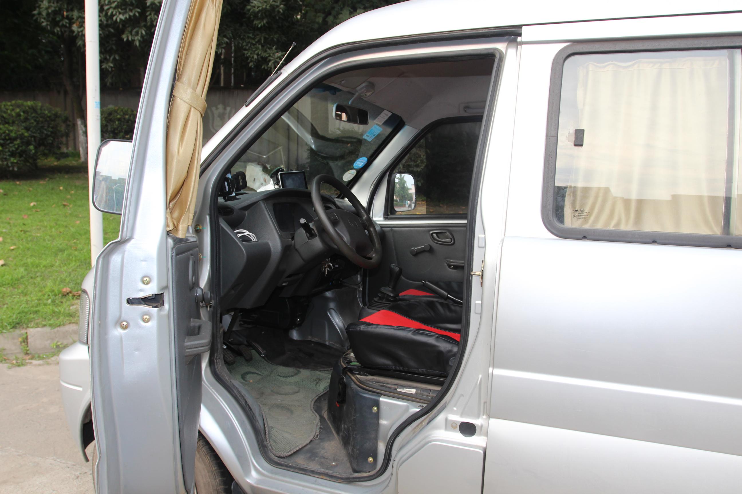 0l基本型af10-06  内饰-中控安全指示灯正常,气囊等被动安全项正常