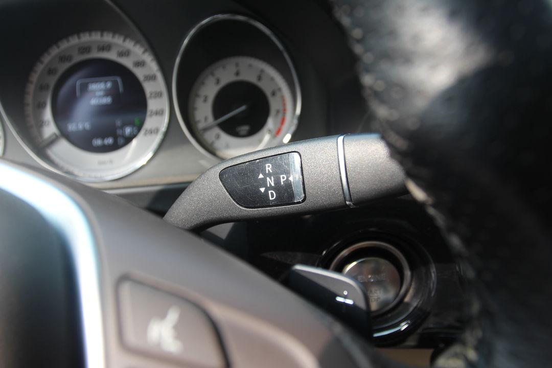 发动机,变速箱工况良好,无异响或抖动,内饰干净整洁,车内所有电器设备