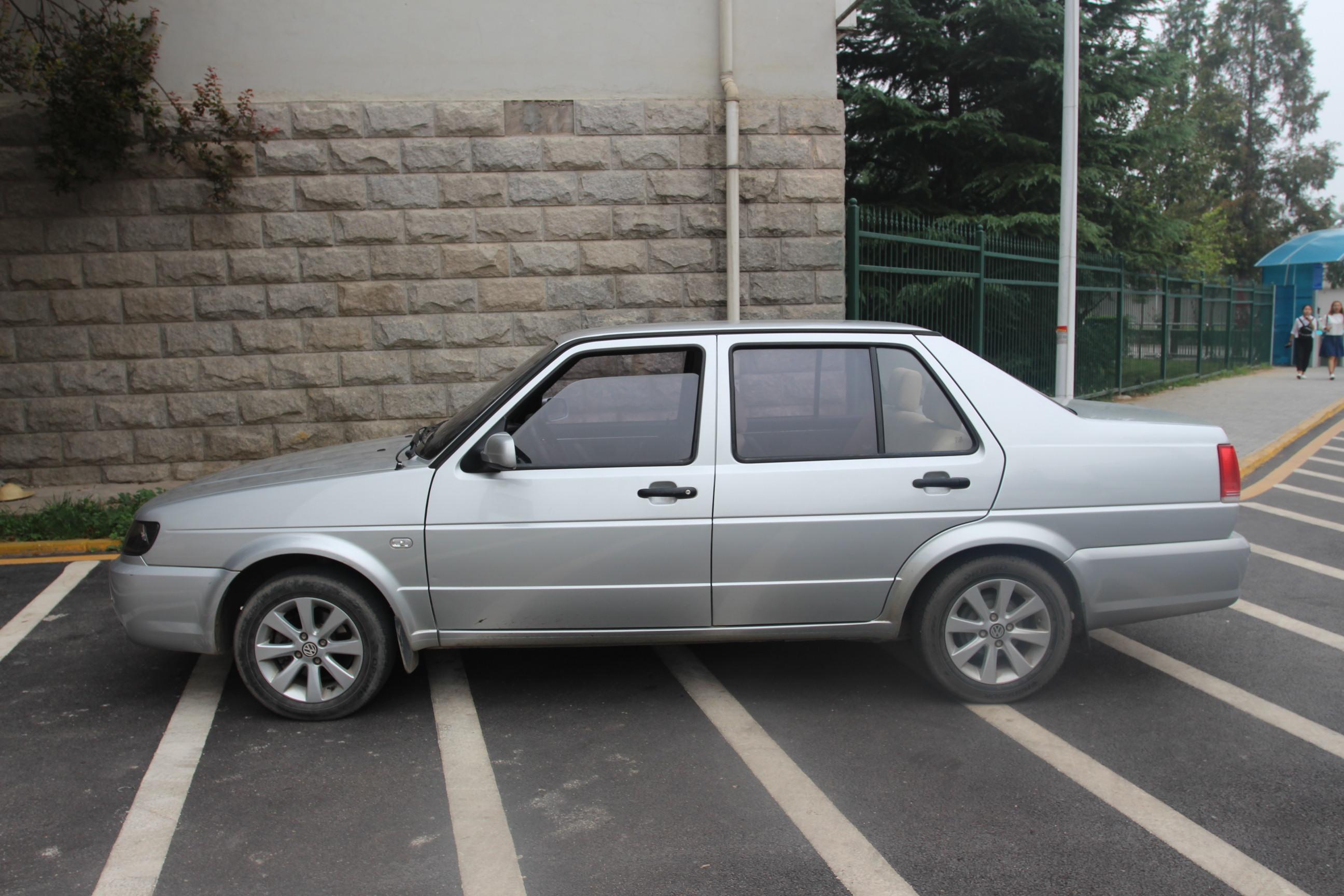 漆面保持较好,车身结构无修复,无重大事故