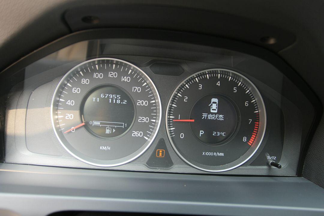 经济车,该车内饰正常磨损,干净整洁,仪表盘无故障灯