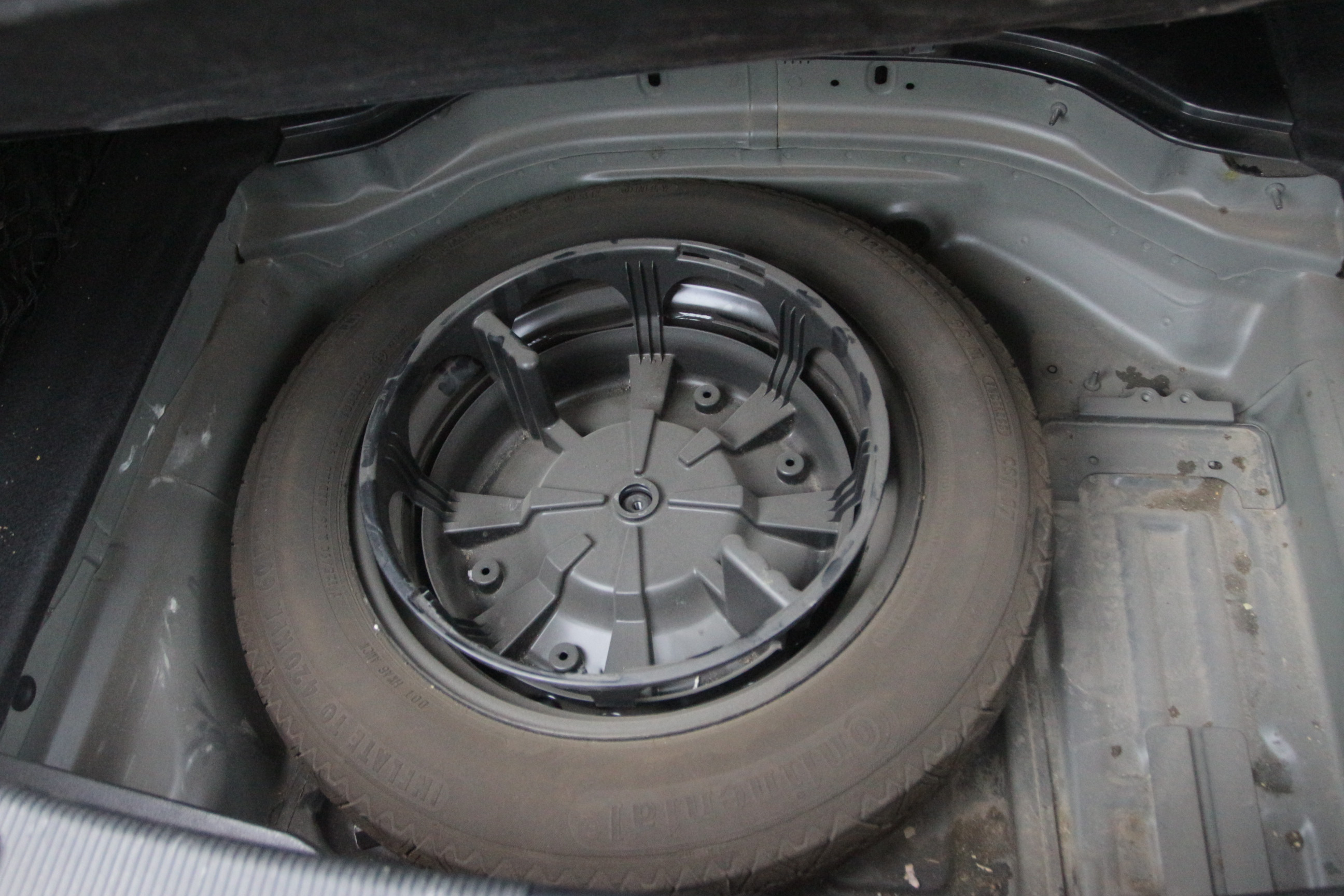 车身前后无结构损伤,发动机工况正常无抖动,变速箱工作正常,制动系统