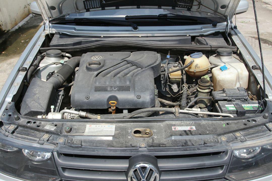 发动机工况正常,怠速稳定,动力输出充足,车内电子设备运行良好,底盘无