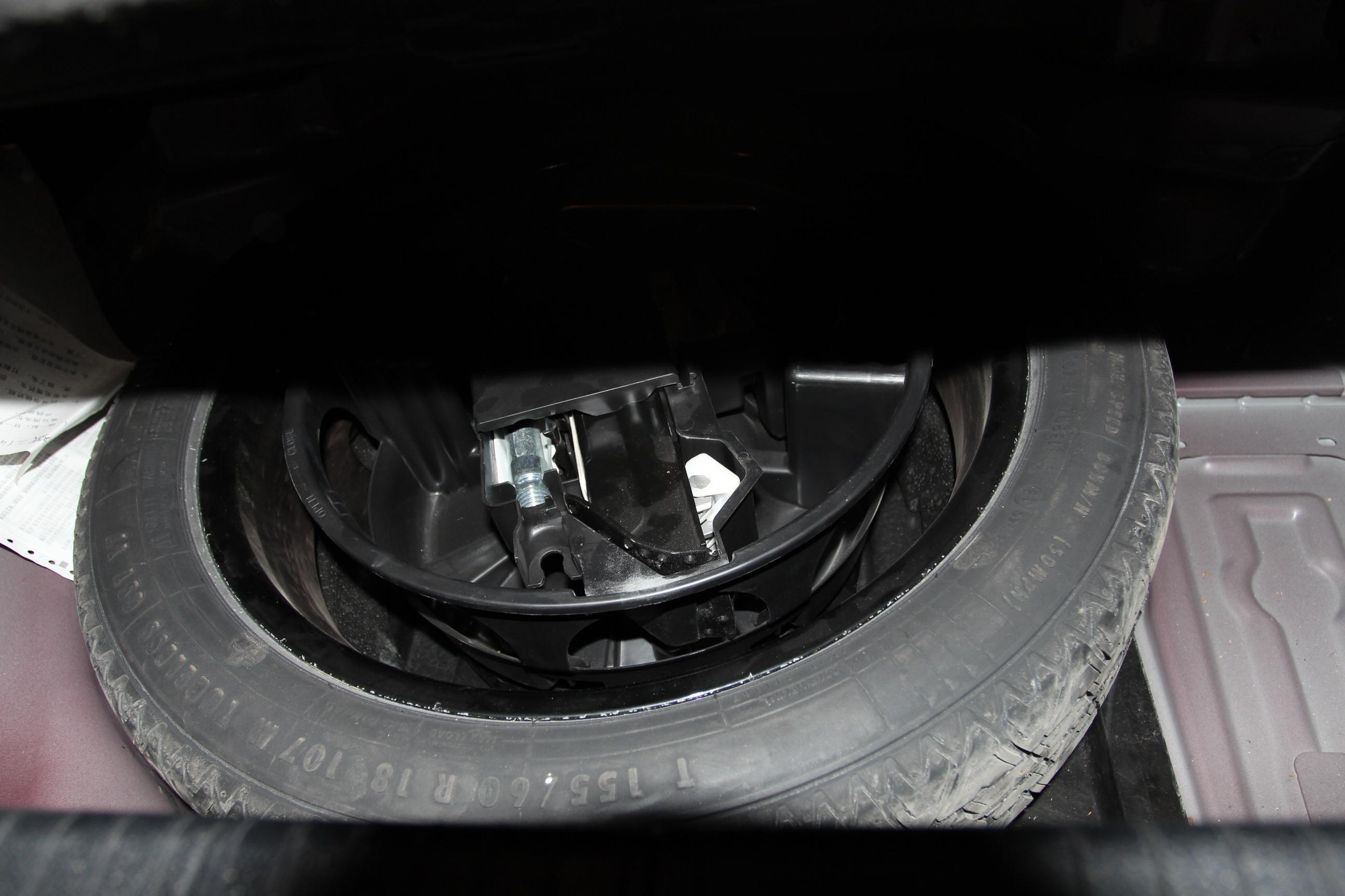 内饰正常磨损,电子设备使用正常,发动机及变速箱运行正常,全程4s店