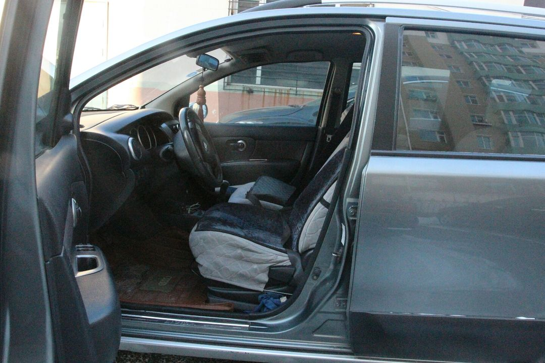 骊威车内保险盒图解