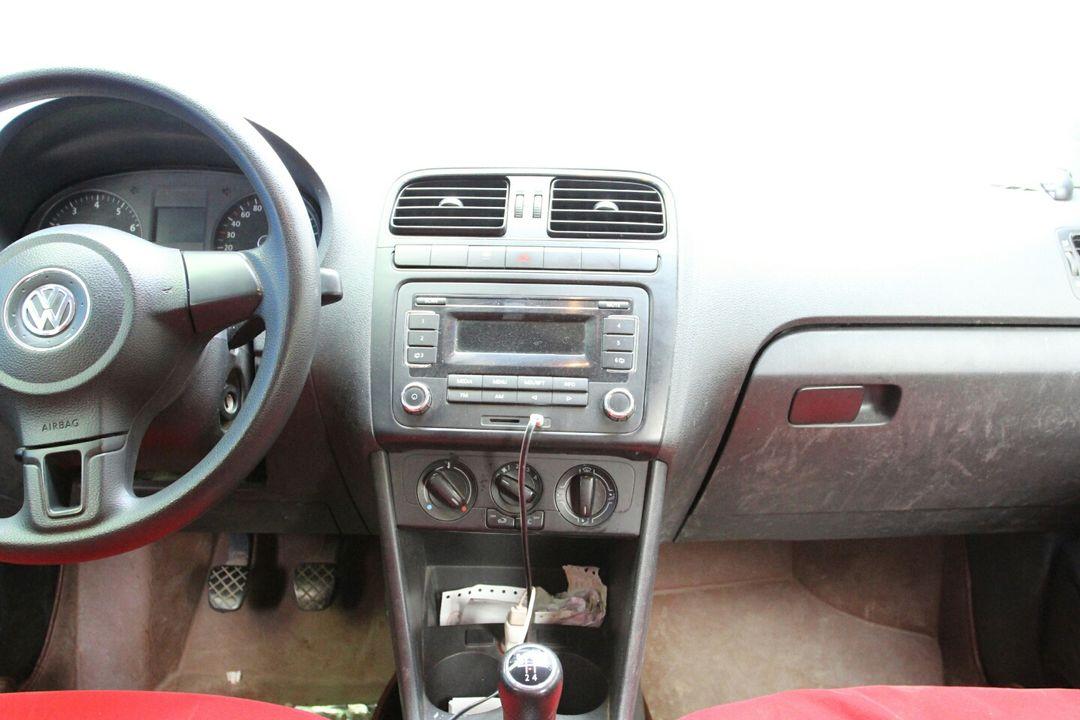 经检测,该车内饰正常磨损,干净整洁,仪表盘无故障灯