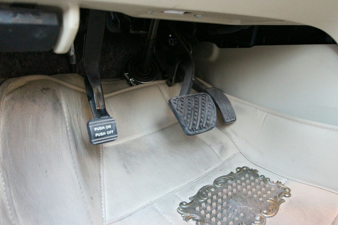 天籁油门踏板电路图