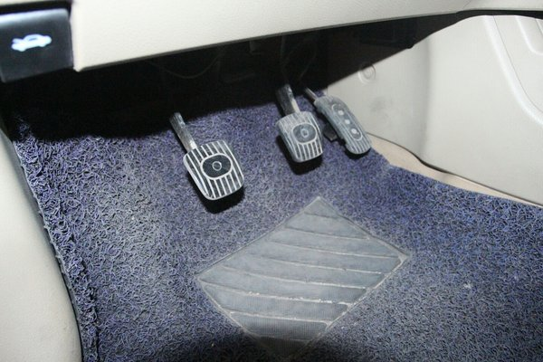 骊威电子油门踏板电路图