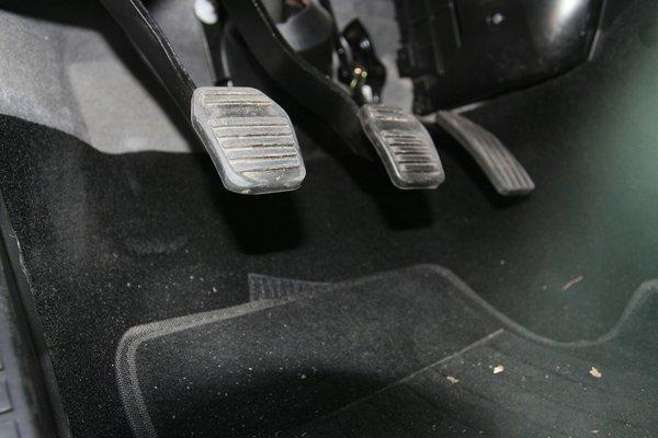 汽车前座椅拆解图解