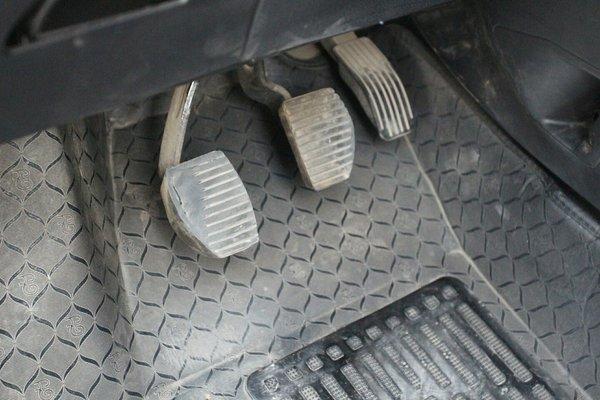 北京二手标致307 2010款 三厢 2.0l 手动舒适版