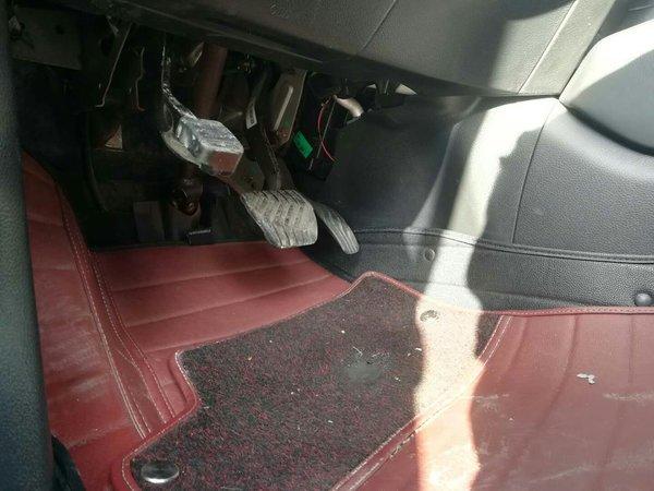 7万公里 密封胶条 :   密封胶条无老化 发动机舱 :   油液位及品质