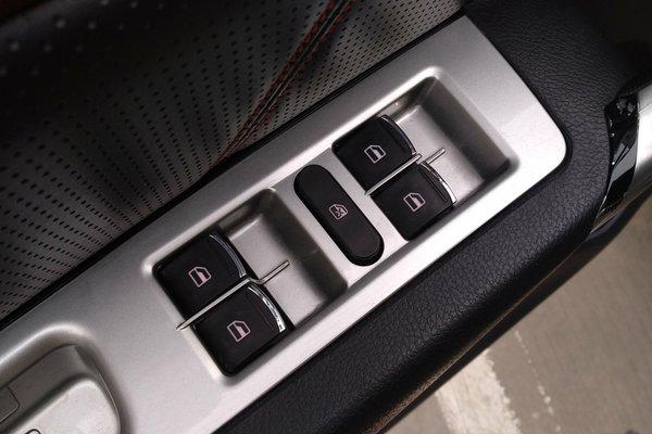 内饰-中控 :   车辆安全指示灯,被动安全项检测正常 车内顶棚 :   无