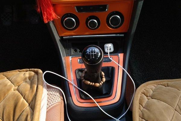 车门 :   门轴无拆卸痕迹,操控键使用正常 内饰-中控 :   安全指示灯图片