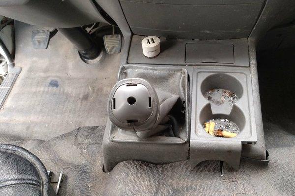 内饰-前排 :   车身内饰干净整洁 车门 :   门轴无拆卸痕迹,操控键