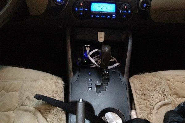 内饰-中控 :   车辆安全指示灯,被动安全项检测正常 安全带根部