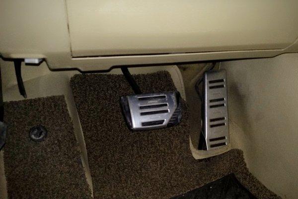 09锐志车门开关电路板图