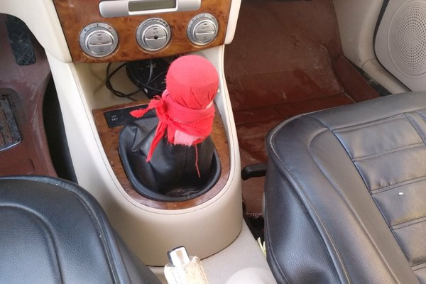 门轴无拆卸痕迹,操控键使用正常 内饰-中控 :   车辆安全指示灯图片