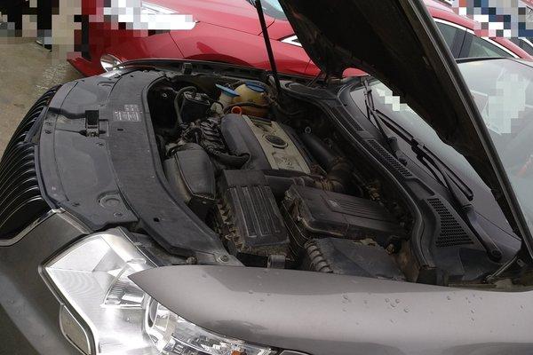 内饰-中控 :   车辆安全指示灯,被动安全项检测正常 仪表盘 :   表显