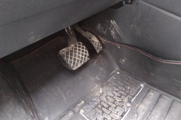 捷达油门踏板电路图