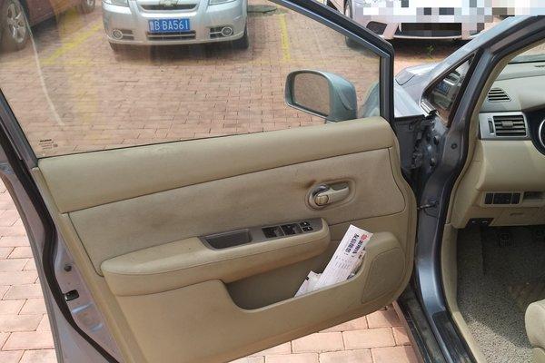 颐达汽车车门拆解图片
