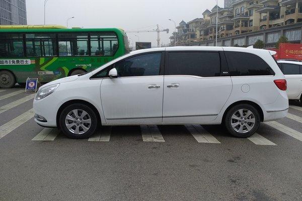 二手别克gl8商务车价格相关文章 17款丰田塞纳舒适商务车 更显格调图片