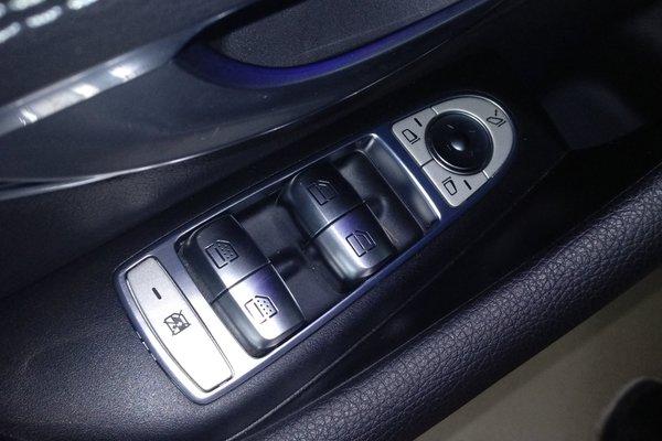 2012年奔驰e300l车内按键图解 2012款奔驰e300怎么样